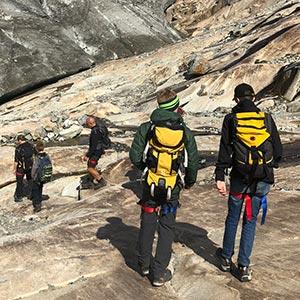 Gemeinsamer Abstieg zu Gletscherrand in der Märjela / 25.8.2021
